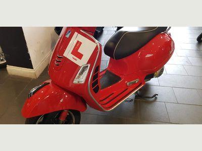 Piaggio Vespa GTS Scooter 125 Super ABS Scooter