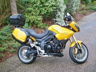 Triumph Tiger 1050 Adventure 1050