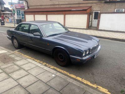 Jaguar XJ Saloon 2.9 XJ40 XJ6 4dr