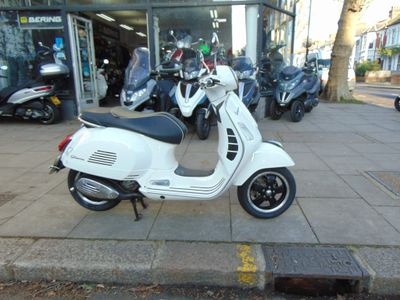 Piaggio Vespa GTS Scooter 125 Super ABS Scooter