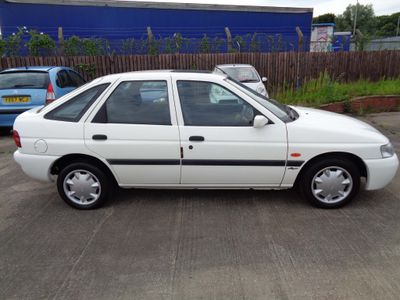 Ford Escort Hatchback 1.6 i Flight 5dr
