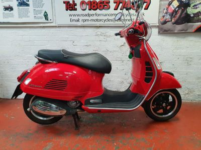 Piaggio Vespa GTS Scooter 300 Super ABS Scooter