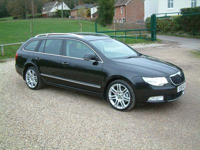 SKODA Superb Estate 2.0 TDI CR DPF Elegance 5dr