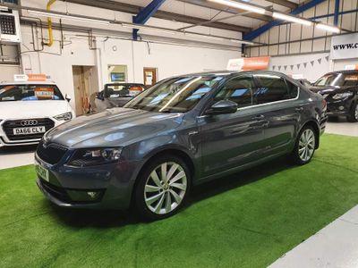 SKODA Octavia Hatchback 2.0 TDI Laurin & Klement DSG 5dr