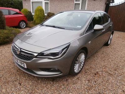 Vauxhall Astra Hatchback 1.6 CDTi BlueInjection Elite Nav Auto 5dr