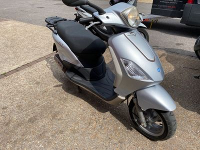 Piaggio Fly Moped 50 4T