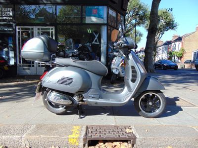 PIAGGIO VESPA GTS Scooter 125 Super Sport ABS Scooter