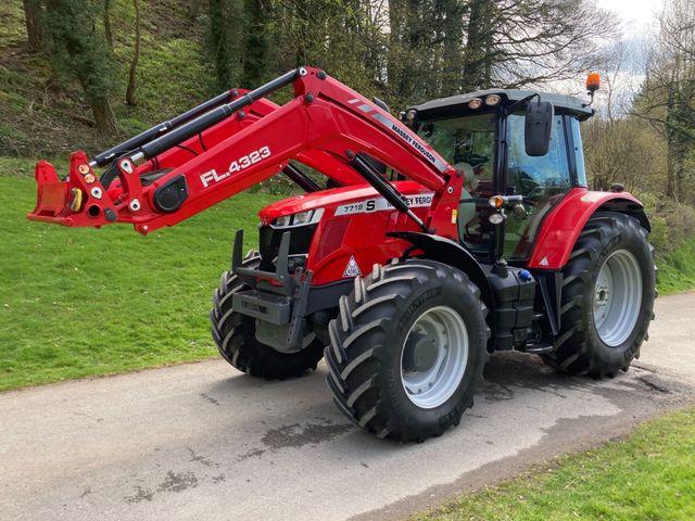 2017 Massey Ferguson 7718S Dyna-6 Tractor C/W FL.4323 Loader Image