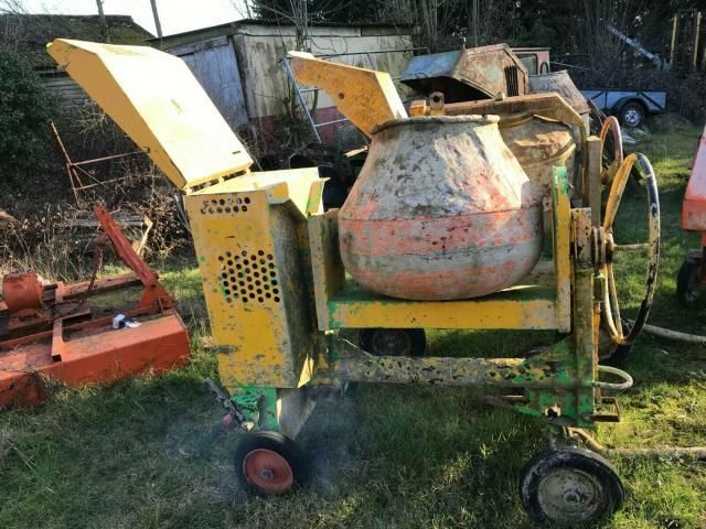 Concrete mixer Belle 100 XT - year 2012 - £800 plus vat £960 Image