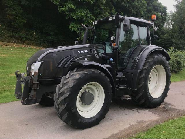 2014 Valtra T213 Versu tractor Image