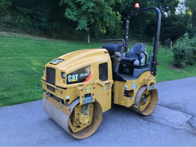 2014 Caterpillar CB24B double drum roller Image