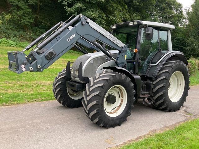 2009 Valtra N121 Tractor c/w Quicke Q46 Loader Image