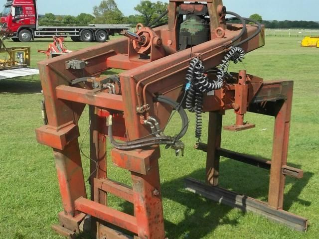 Brick clamp with rotator £300 plus vat £360 Image