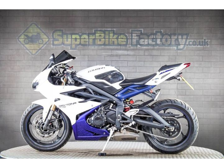 Triumph DAYTONA ABS ALL TYPES OF CREDIT ACCEPTED 675cc image