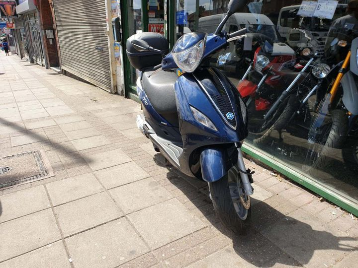 Piaggio Fly 125 125 3v Full Option Scooter 124cc image
