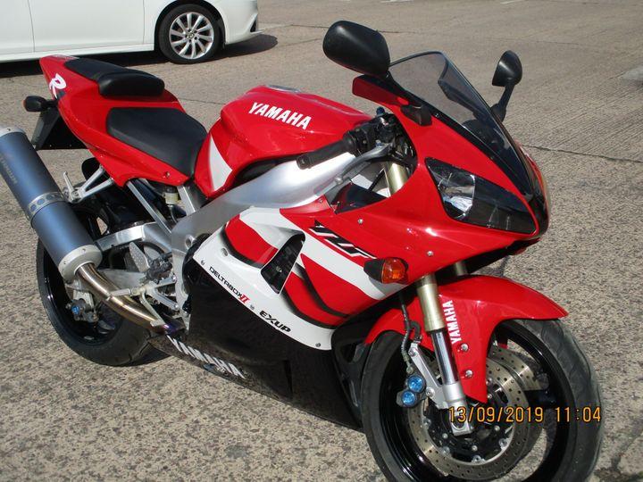 Yamaha R1 998cc image