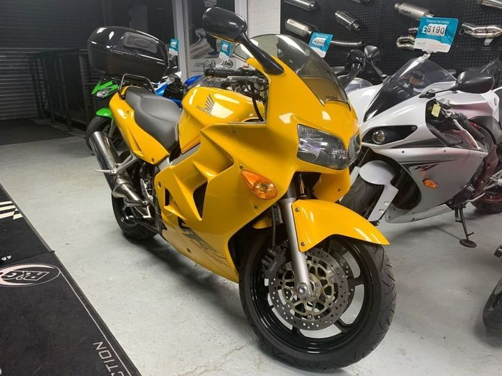Honda VFR800F 781cc WITH TOP BOX 781cc image