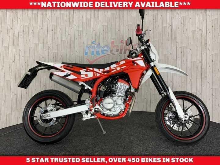 Swm Motorcycles SM 125 R R SM125R SUPERMOTO STYLE LEARNER ONE … image