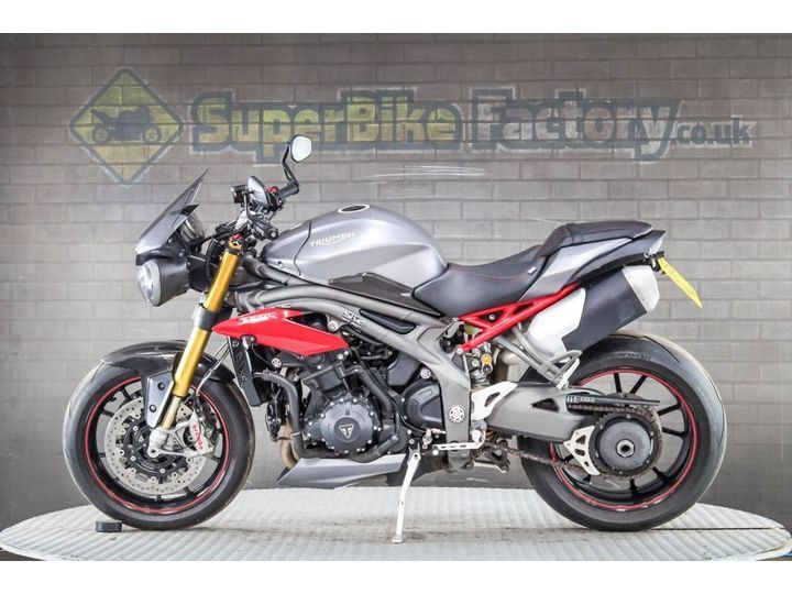 Triumph SPEED TRIPLE R 1050 - ALL TYPES OF CREDIT ACCEPTED 1050cc image