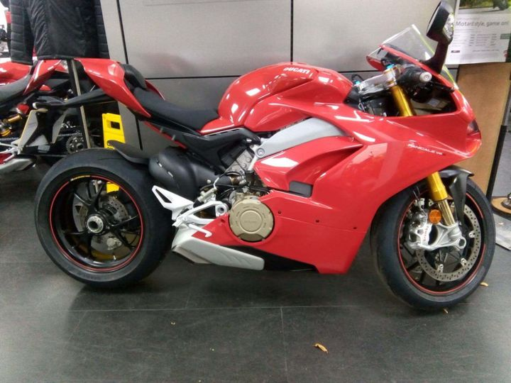 Ducati Panigale V4S 1100 S ABS image