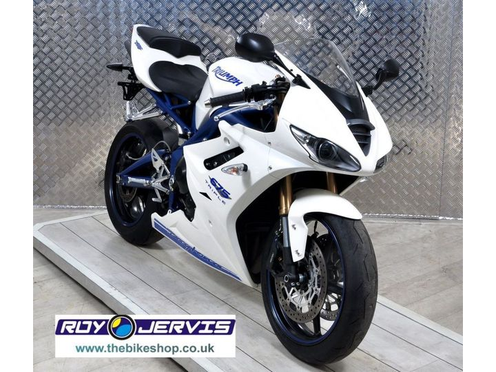 Triumph DAYTONA 675 SE ONE OWNER UNDER 3000 MILES FROM NEW 675cc image
