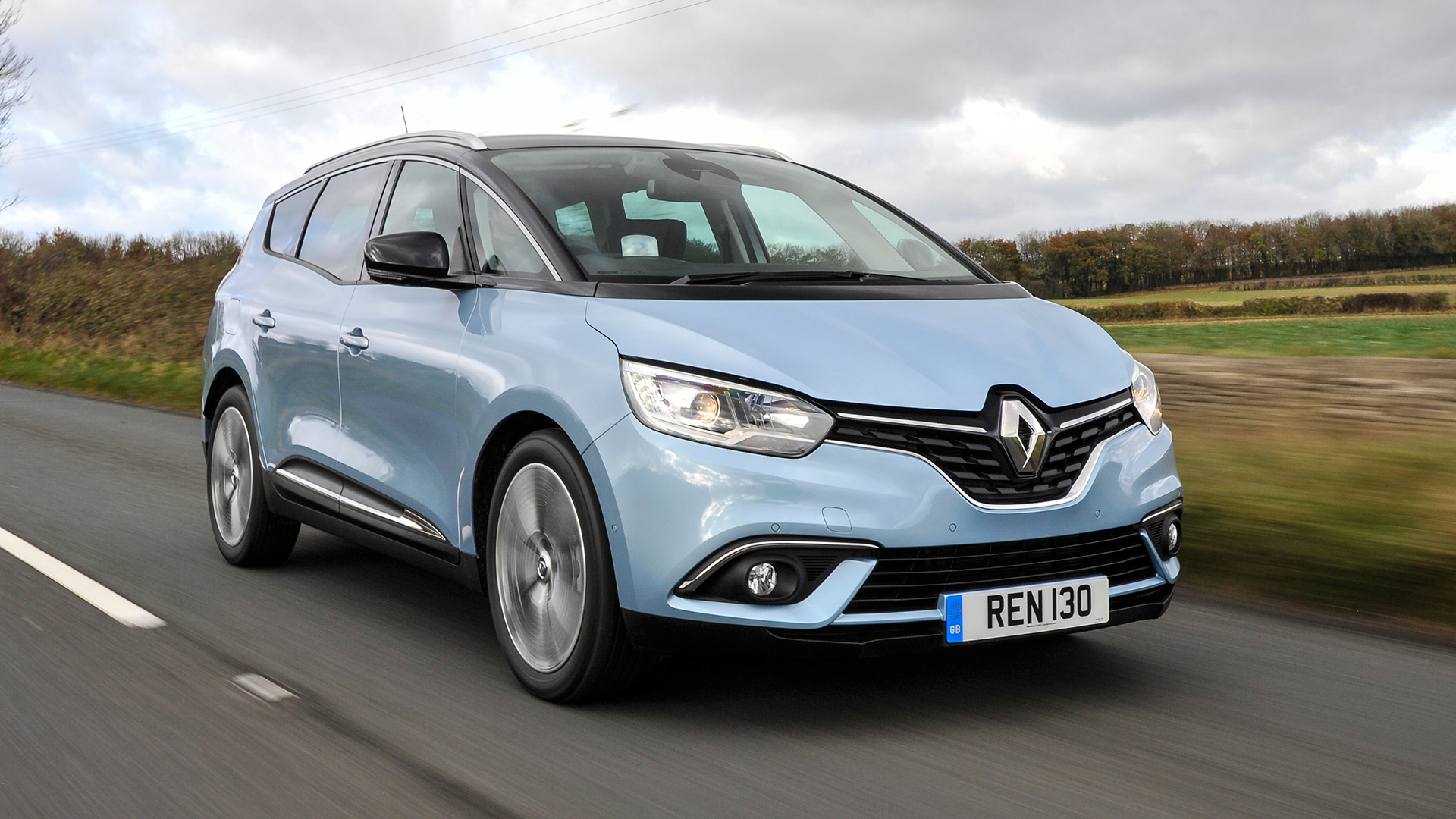 hybrid version of new renault scenic and grand scenic on sale now auto trader uk. Black Bedroom Furniture Sets. Home Design Ideas