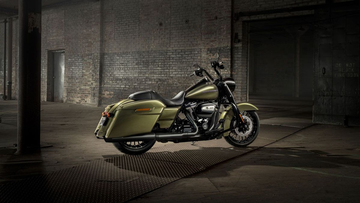 Harley Davidson unveils 2017 Road King Special | Auto Trader UK