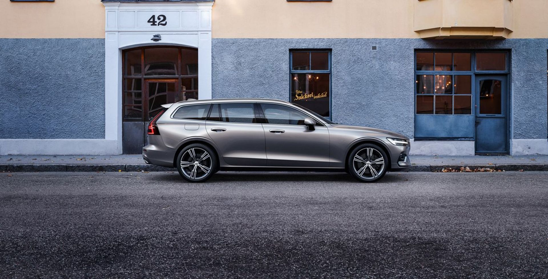 Volvo V60 Momentum Plus image