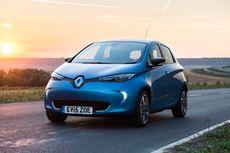 A blue Renault Zoe parked against a sunset background