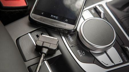 2014 Audi A3 Sportback e-tron USB connector