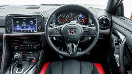2017 Nissan GT-R Prestige