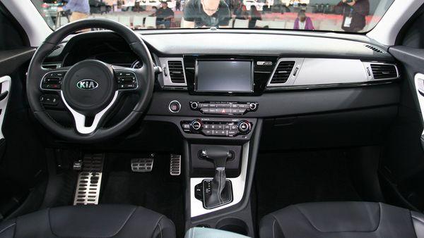 Kia Niro Hybrid Chicago auto show