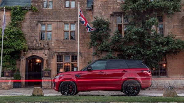 Red Range Rover Sport Hybrid parked outside a stately home