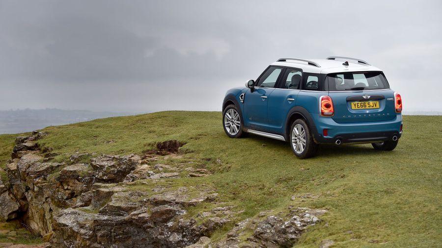 Mini Countryman Hybrid parked on a clifftop