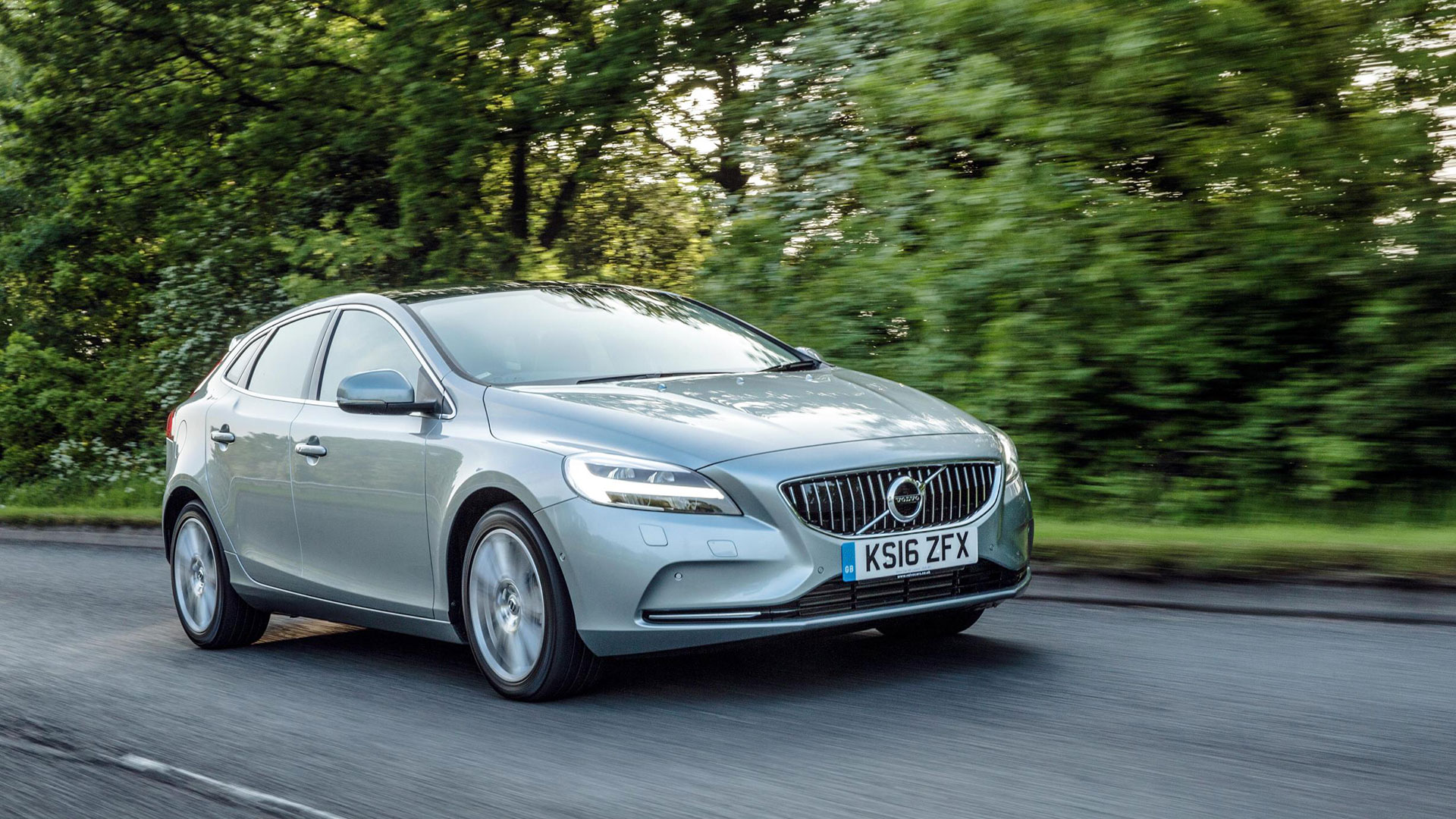 Used Class A Motorhomes >> Volvo V40 Hatchback (2015 - ) review   Auto Trader UK