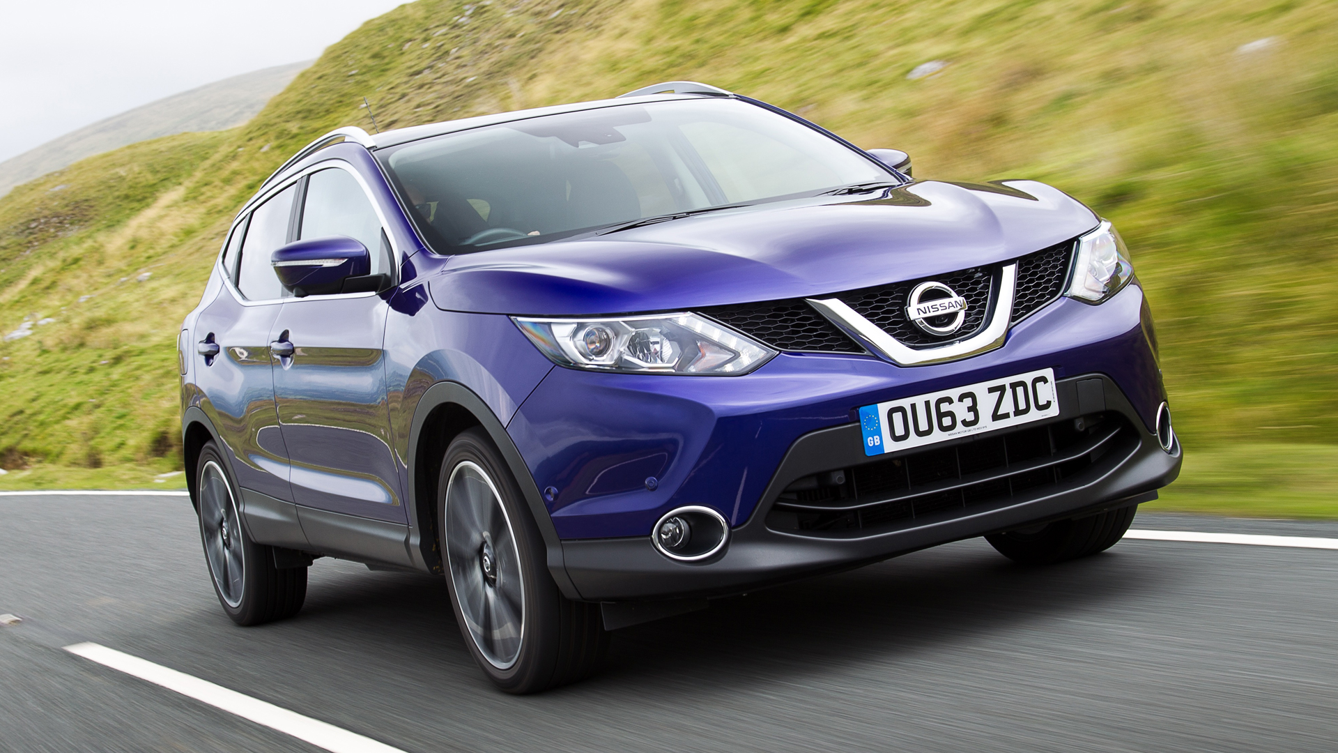 nissan qashqai hatchback 2013 review auto trader uk. Black Bedroom Furniture Sets. Home Design Ideas