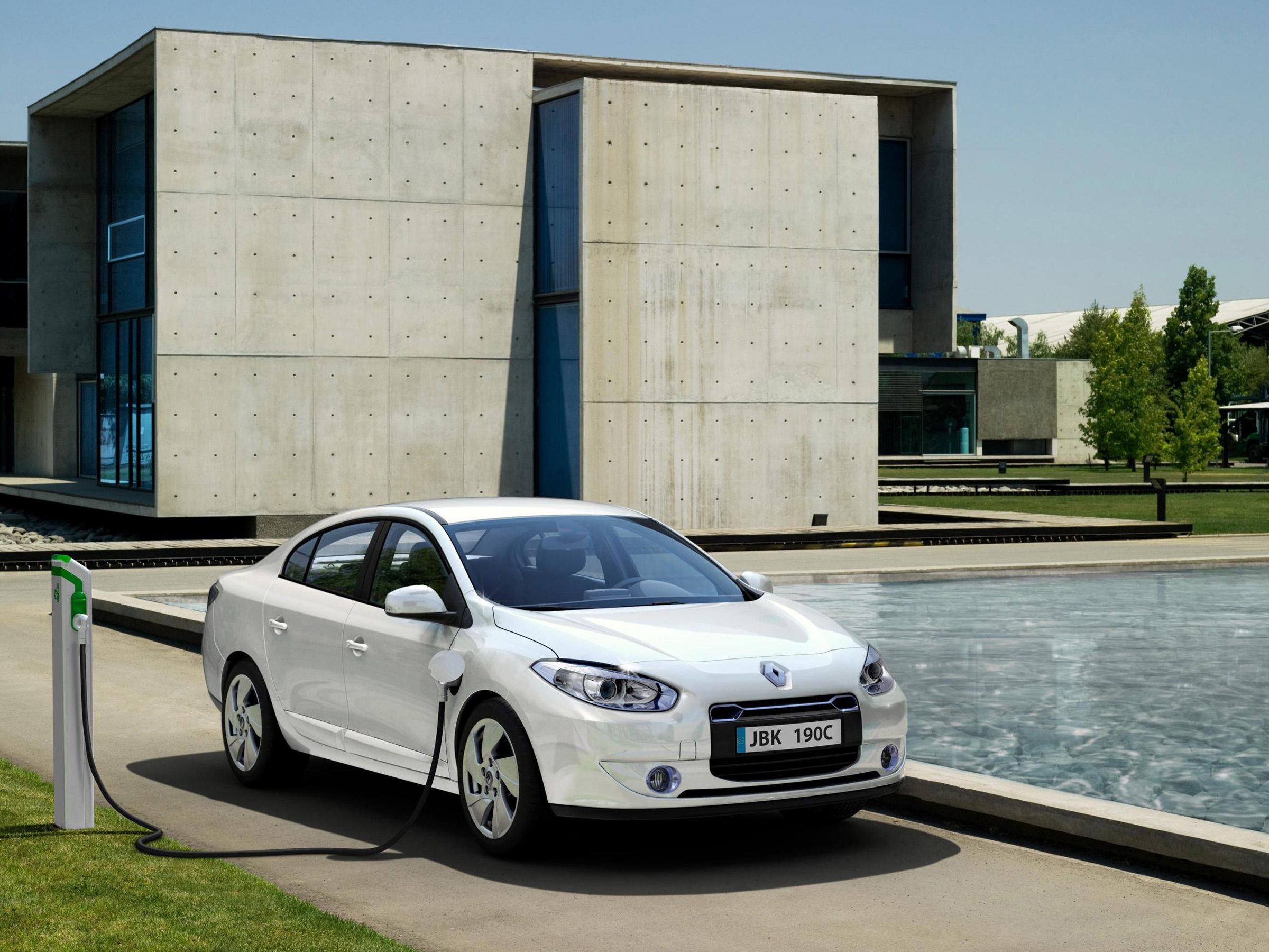 Renault Fluence Ze Saloon 2012 Review Auto Trader Uk