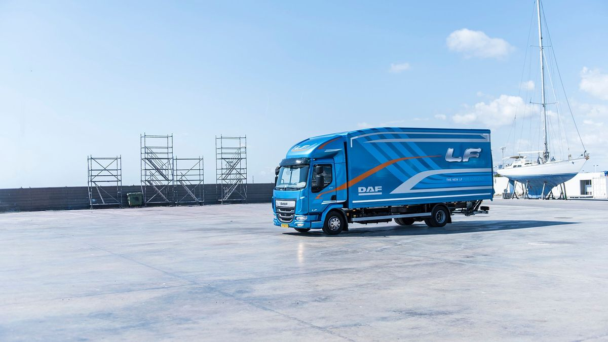 DAF LF review | Auto Trader UK