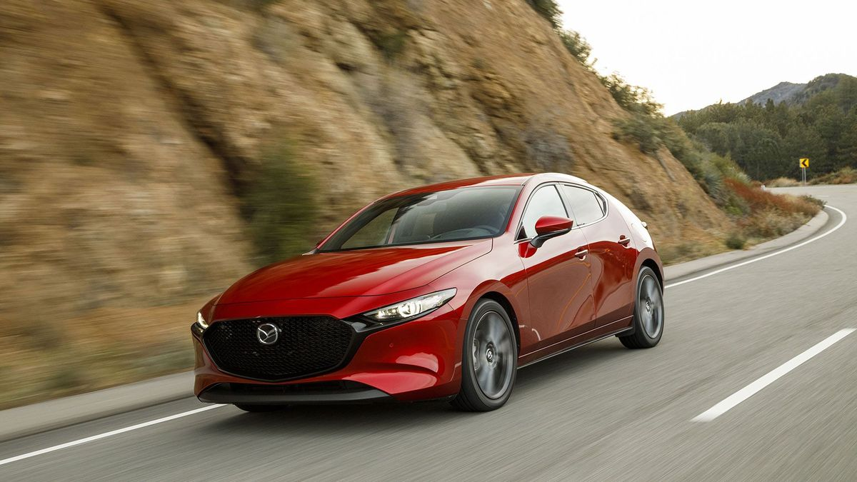 Mazda3 hatchback 2020 review | Carbuyer | 675x1200