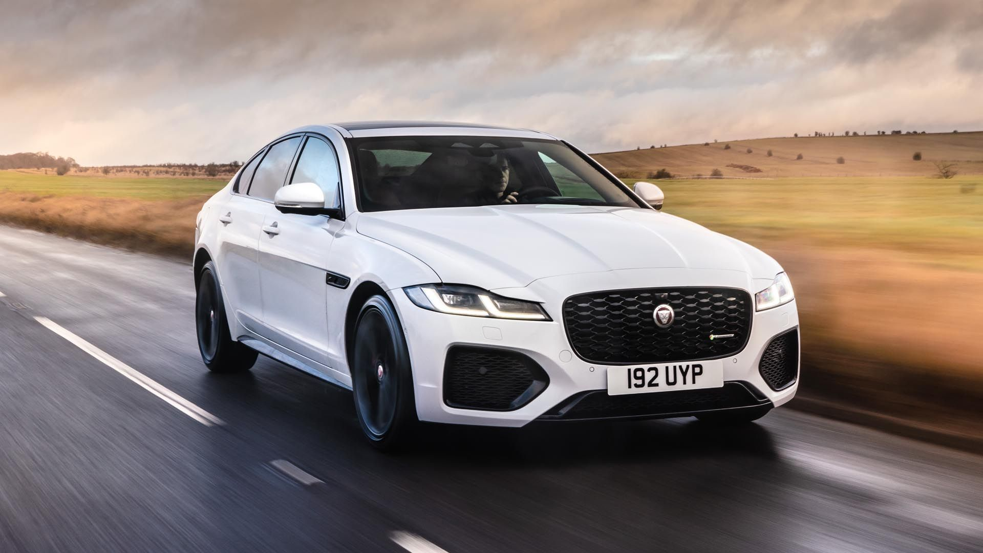 Jaguar XF SE Business image