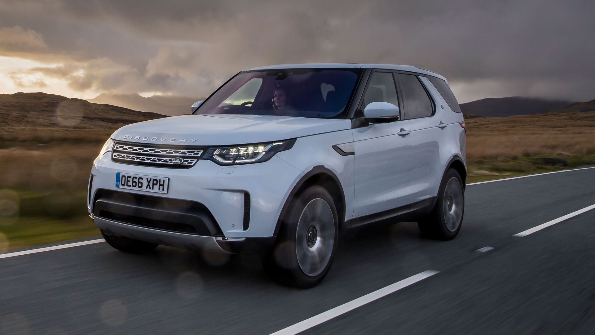 Land Rover Discovery SD4 image