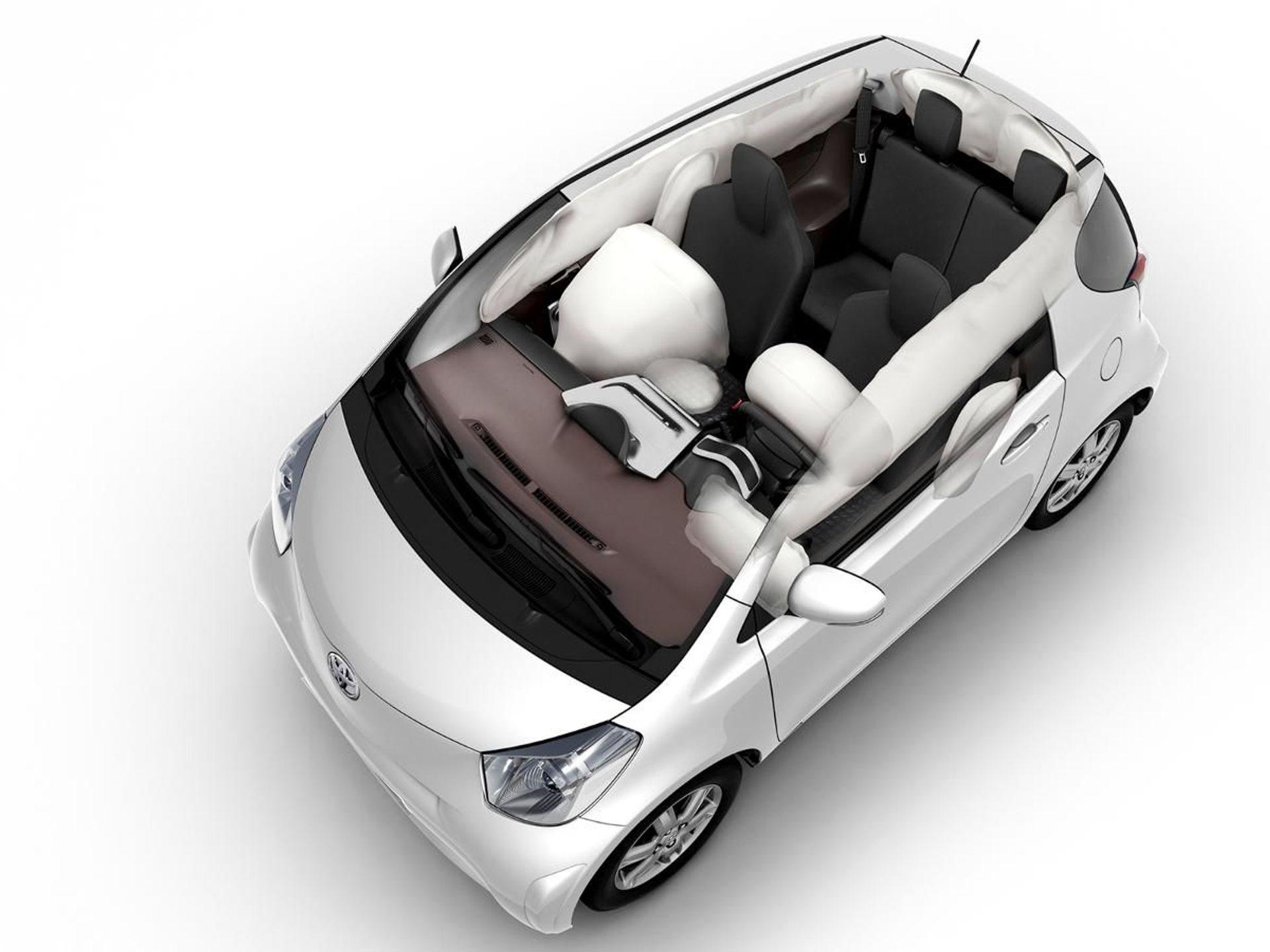 Toyota iQ  image