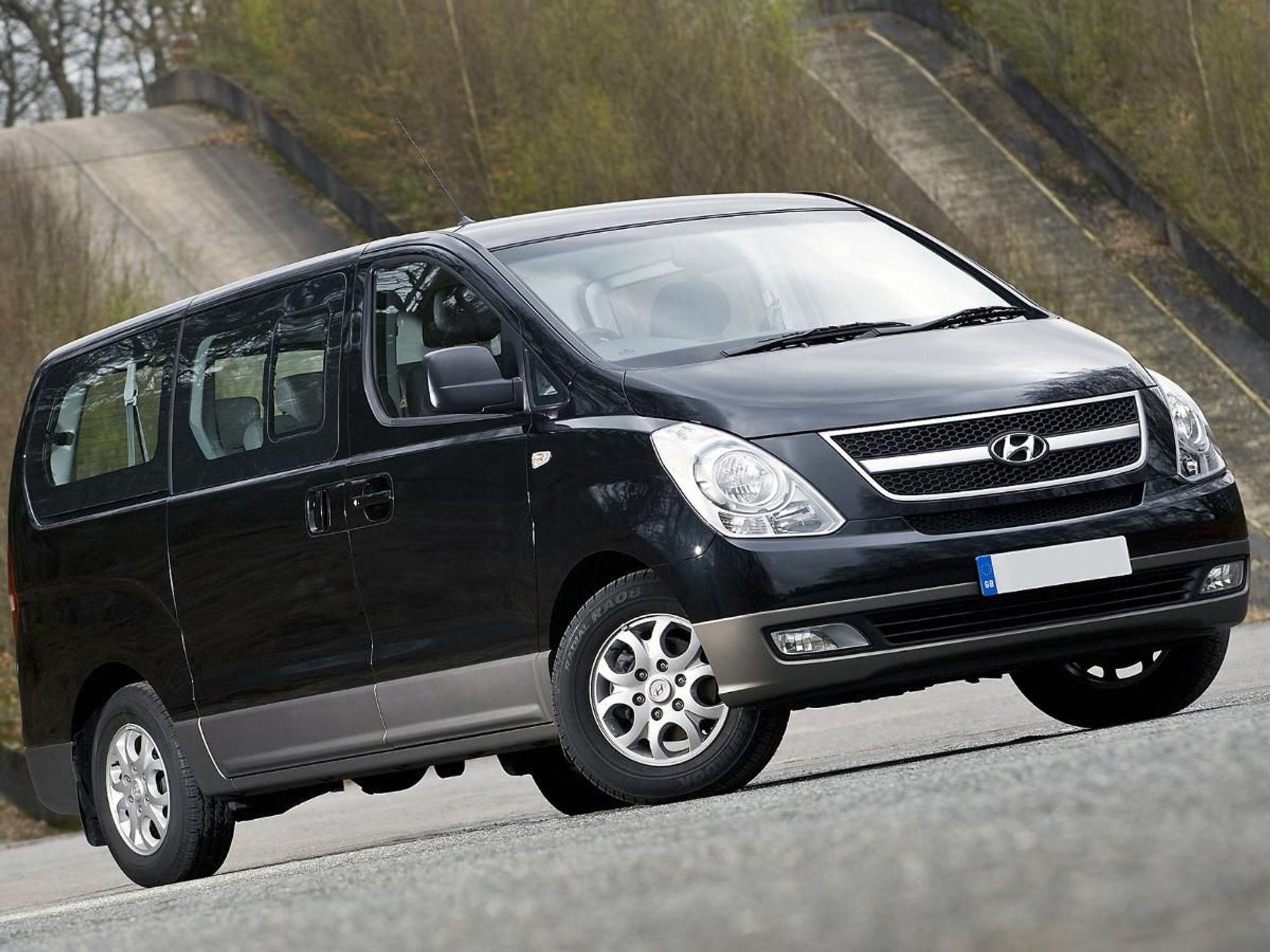 Hyundai i800  image