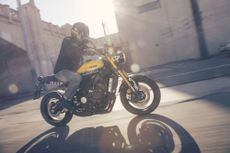 2016 Yamaha XSR900 roadster/retro