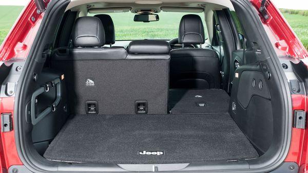 2015 Jeep Cherokee boot