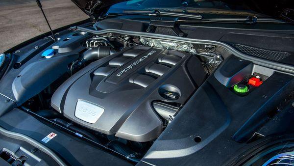 2015 Porsche Cayenne engine