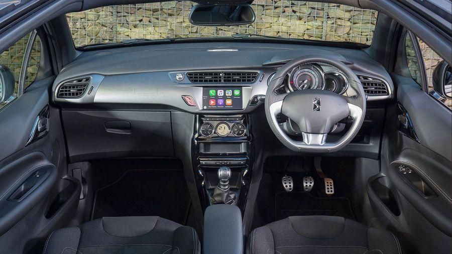2016 DS 3 Cabrio interior