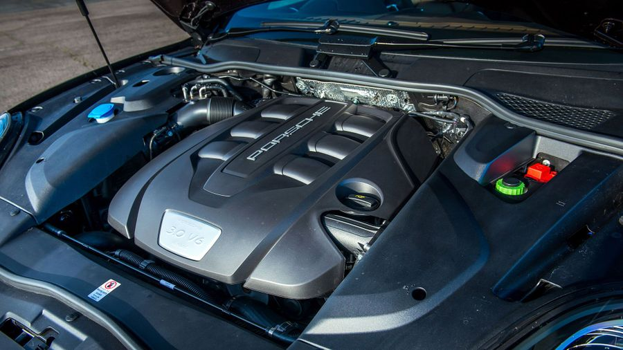 2015 Porsche Cayenne engine