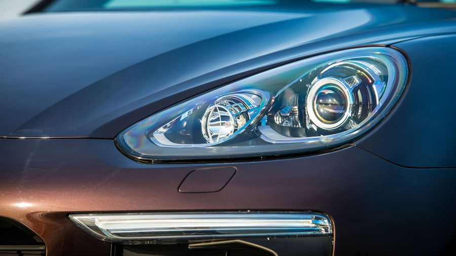 2015 Porsche Cayenne headlight