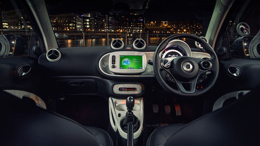 Smart fortwo Coupe (2015 - ) interior